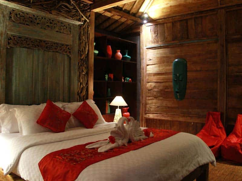 ubud virgin villa-private villa 6 bedroom-wooden room